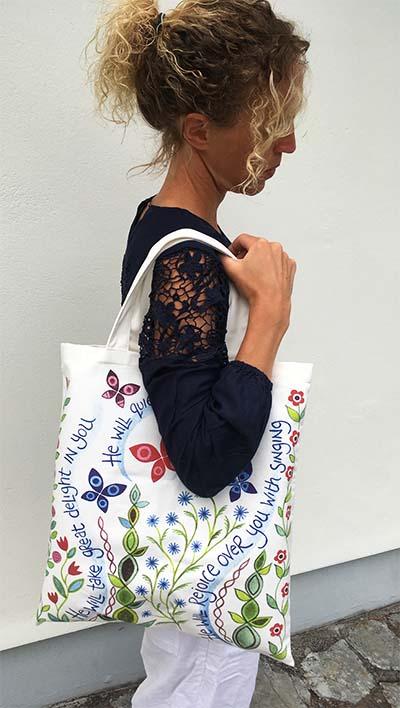 Hannah Dunnett Great Delight canvas bag model image